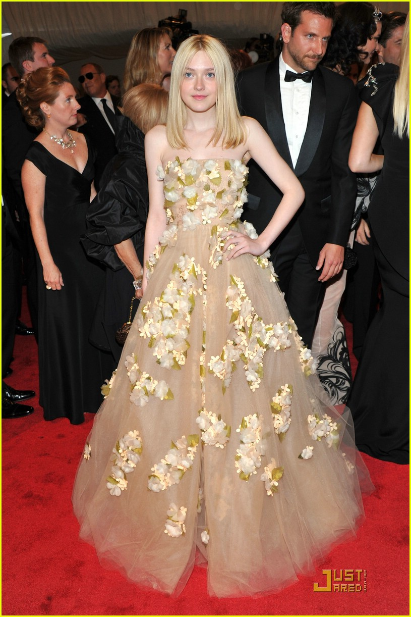 dakota elle fanning met ball 01