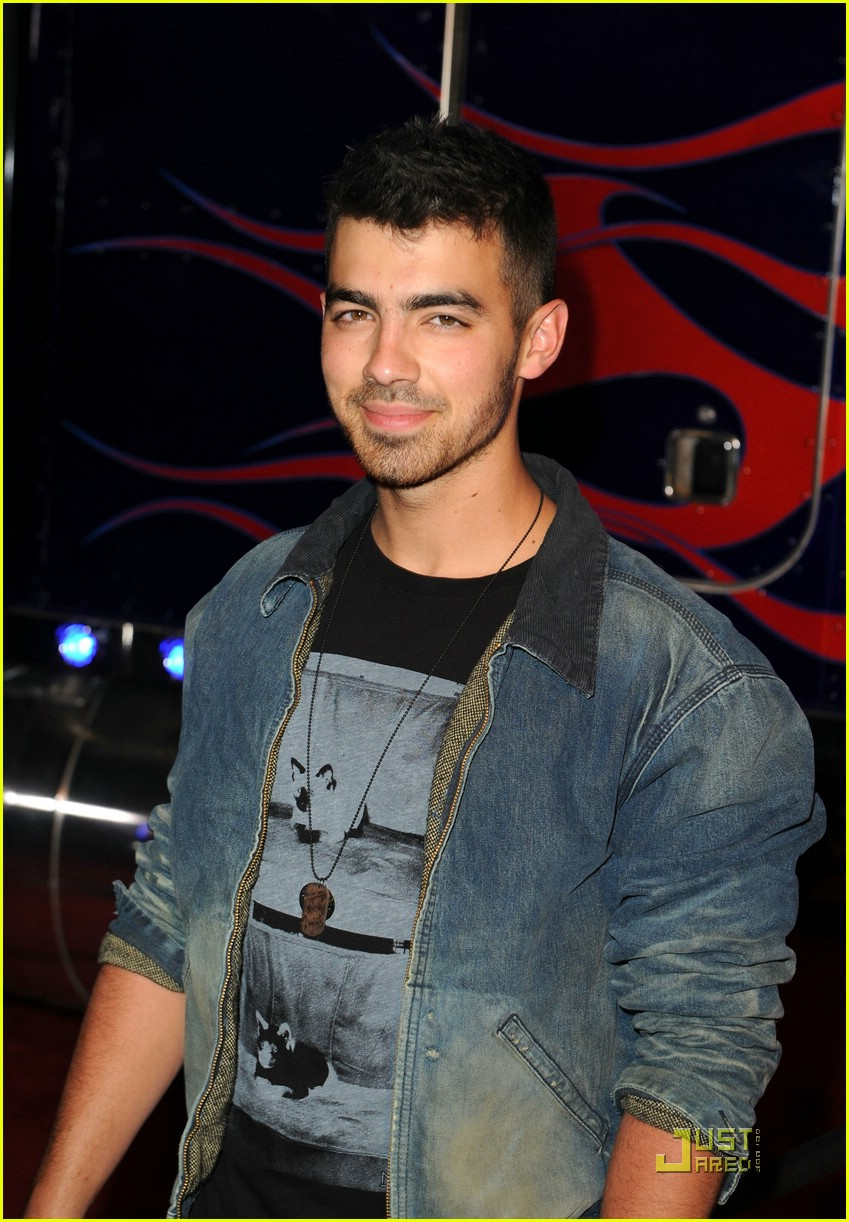 joe jonas maxim hot 100 02