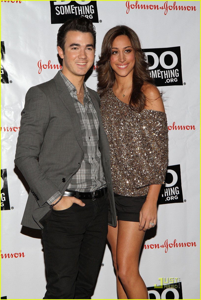 kevin danielle jonas do something 15