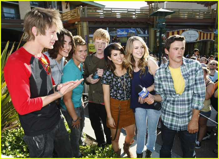 lemonade mouth disneyland 14