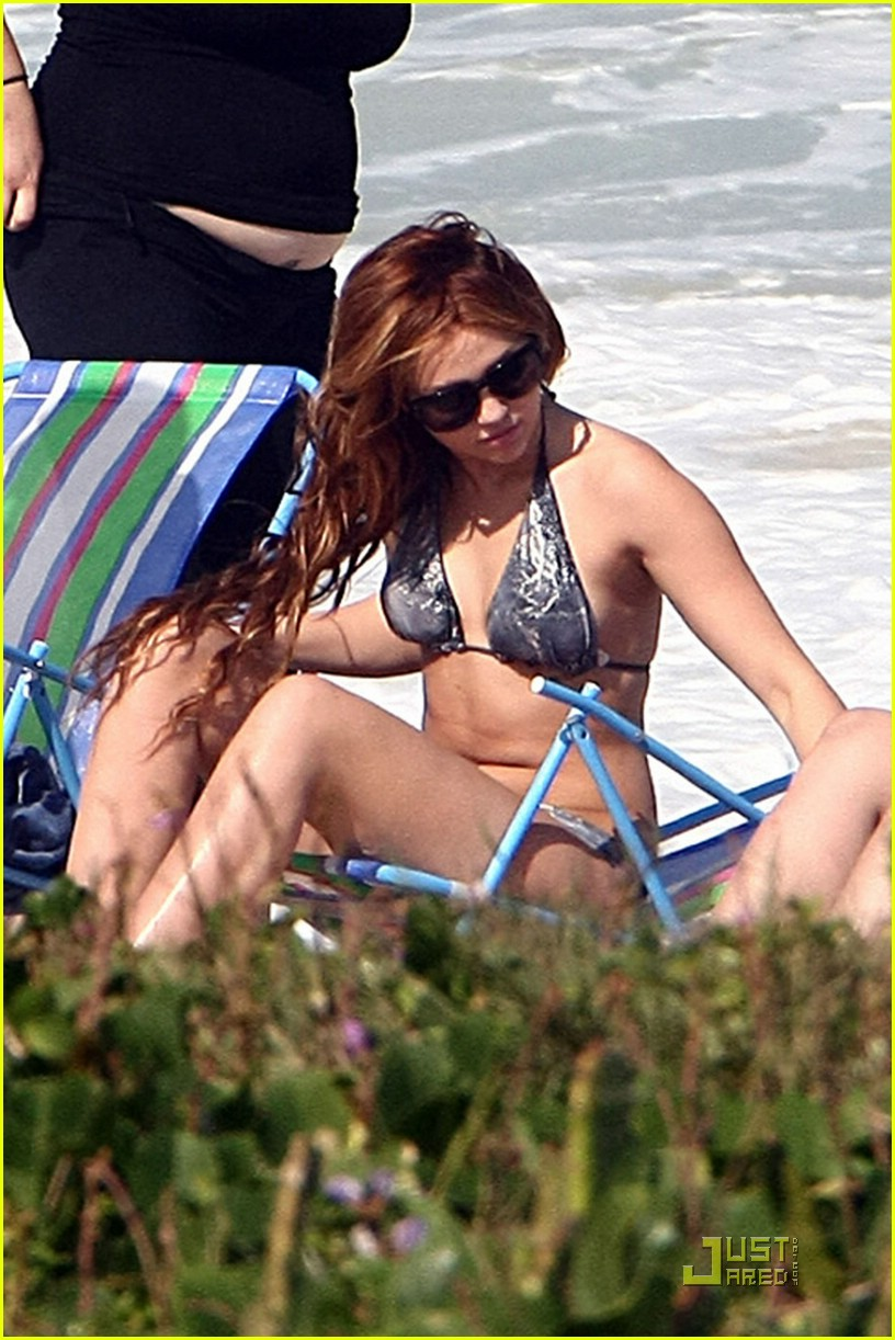 miley cyrus brazil beach 03
