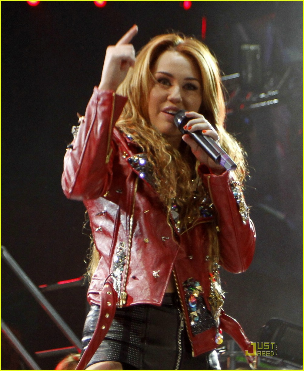 miley cyrus rio concert 22