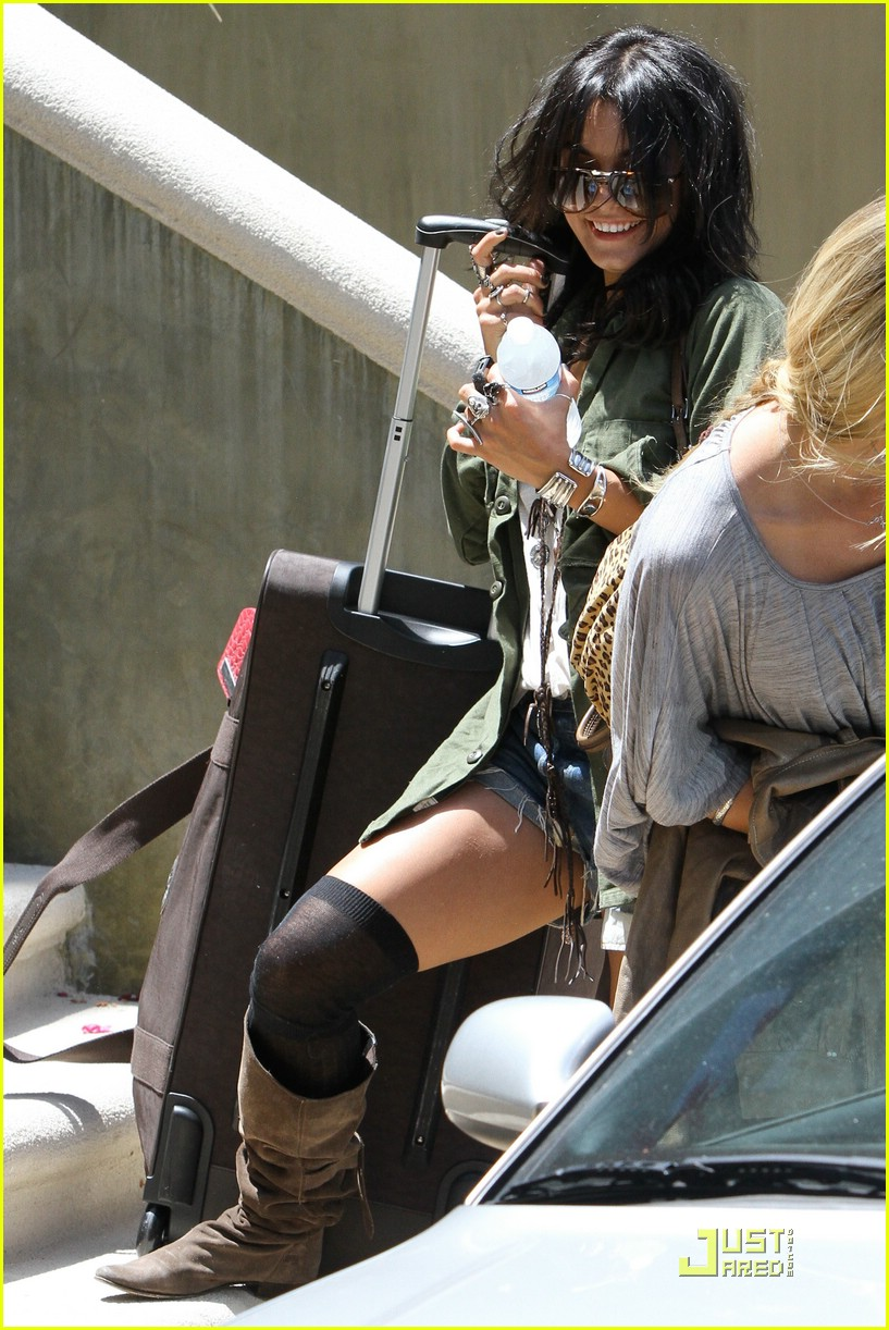 vanessa hudgens lunch lax 07