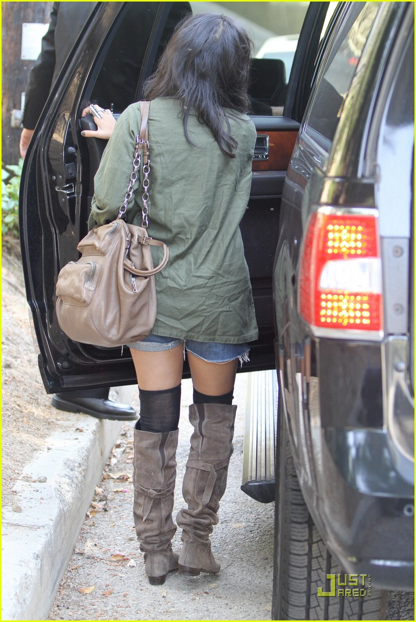 vanessa hudgens lunch lax 10