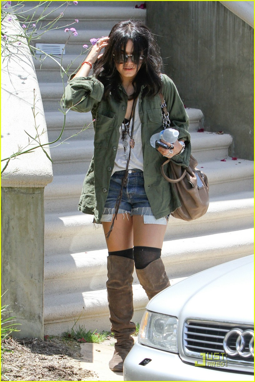 vanessa hudgens lunch lax 23