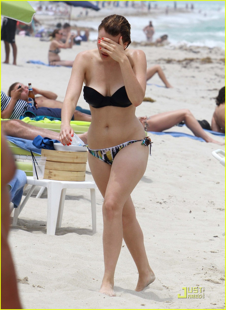 aimee teegarden back beach 02