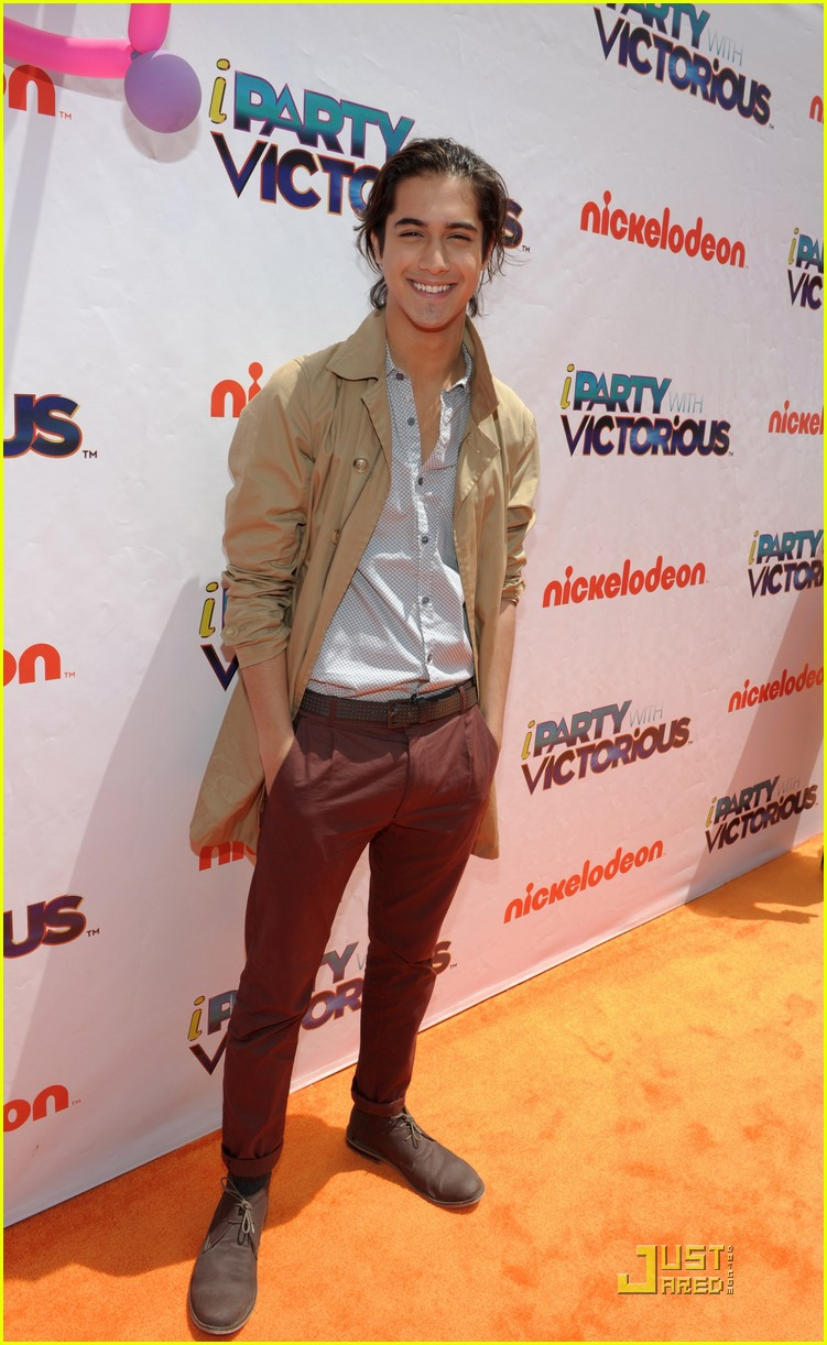 avan jogia leon thomas party 01