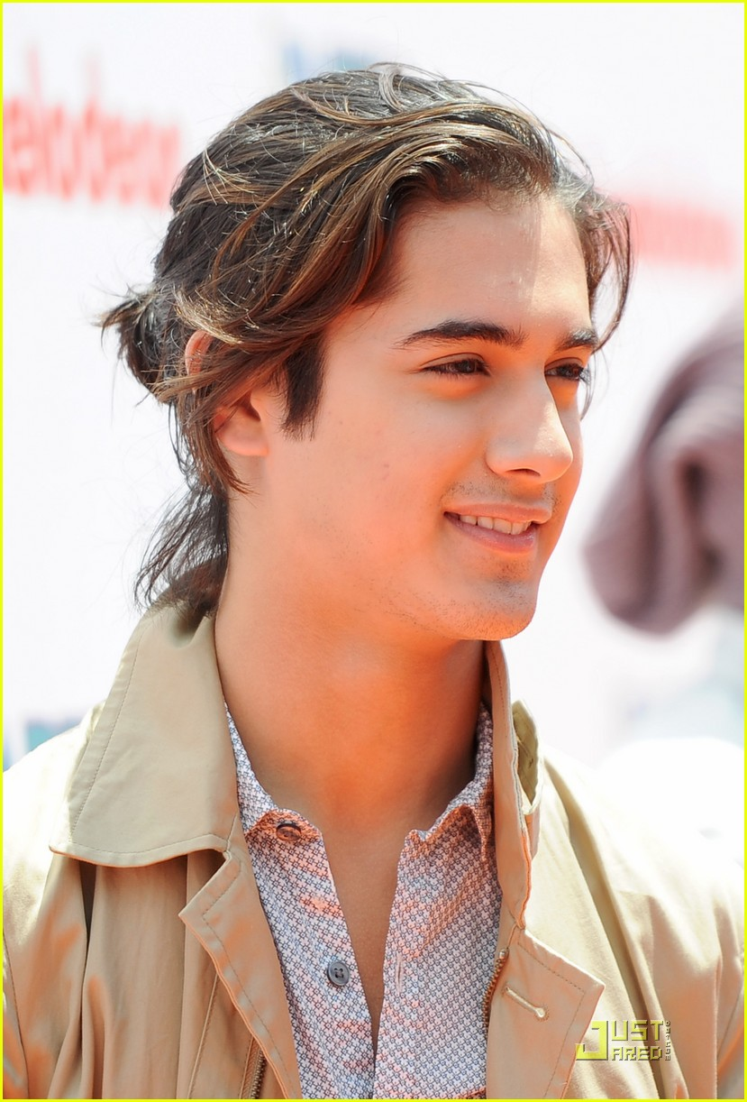 Avan Jogia Does Twisted Star Avan Jogia Have A Girlfriend