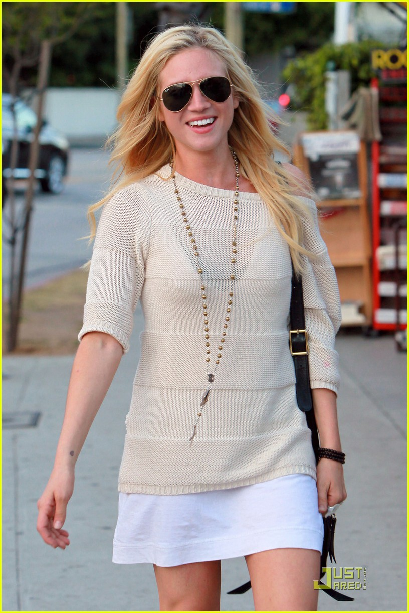 brittany snow dance harrys law 03