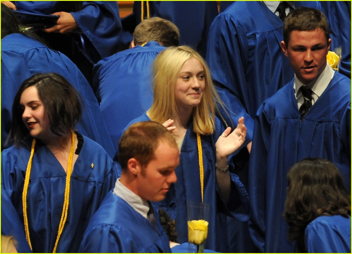 dakota fanning graduation 01