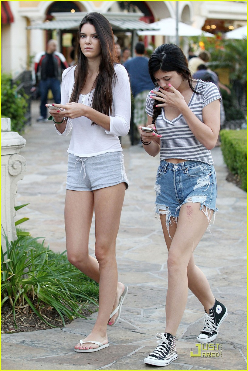 kendall kylie jenner phones 03