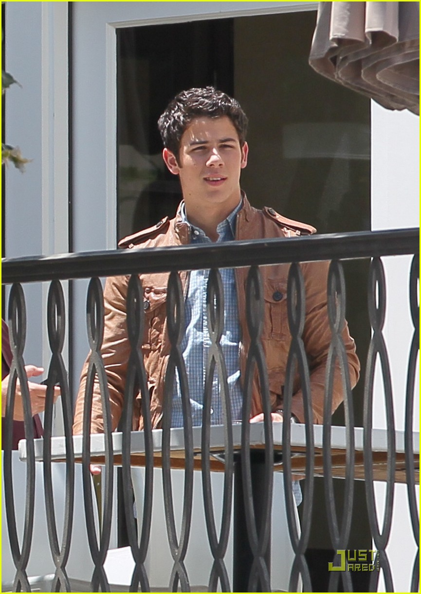 nick jonas grove guy 12