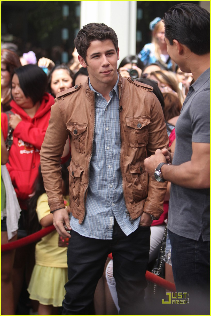 nick jonas grove guy 17