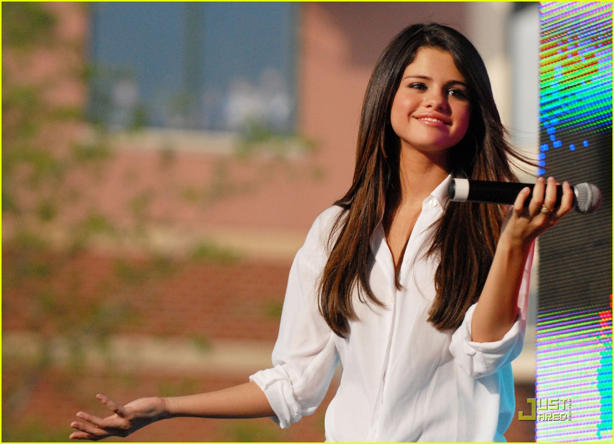 Selena gomez dress who says