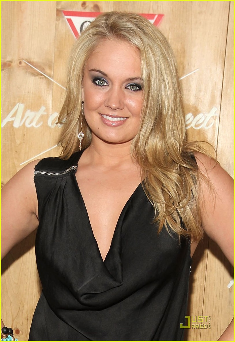 Tiffany Thornton Finds 'Art In The Streets' | Photo 423028 ...