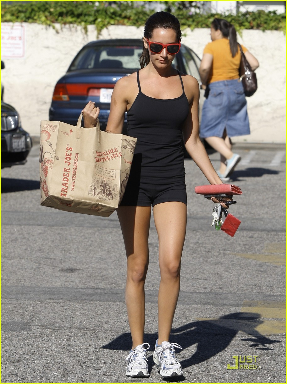 ashley tisdale trader joes 03