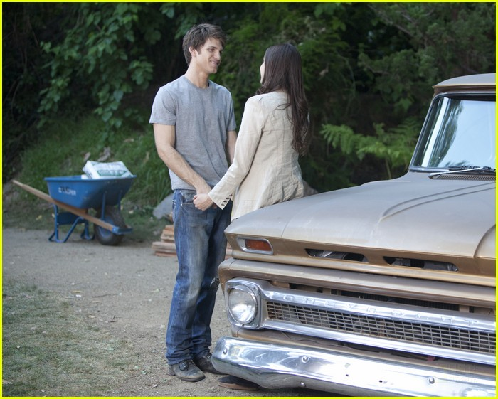 troian bellisario keegan allen car kisses 02