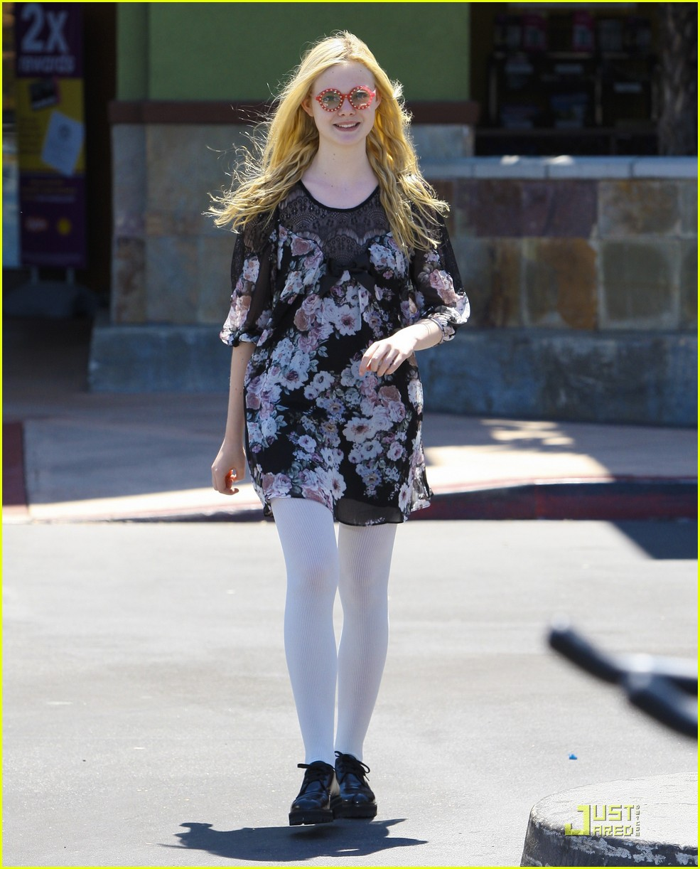 elle fanning red glasses 20