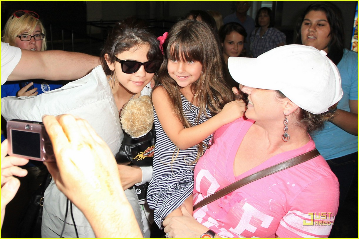 selena gomez airport pillow 04