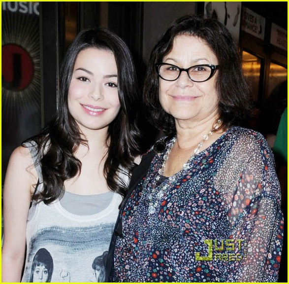 miranda cosgrove book mormon 02