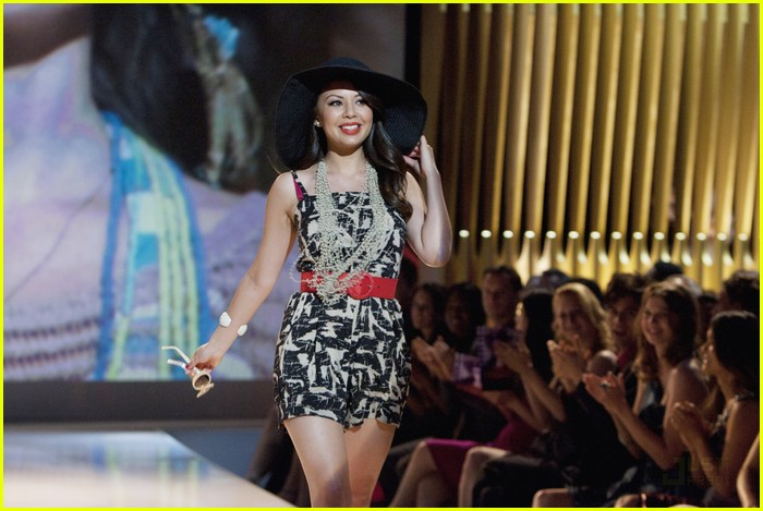 pretty liars fashion show 11
