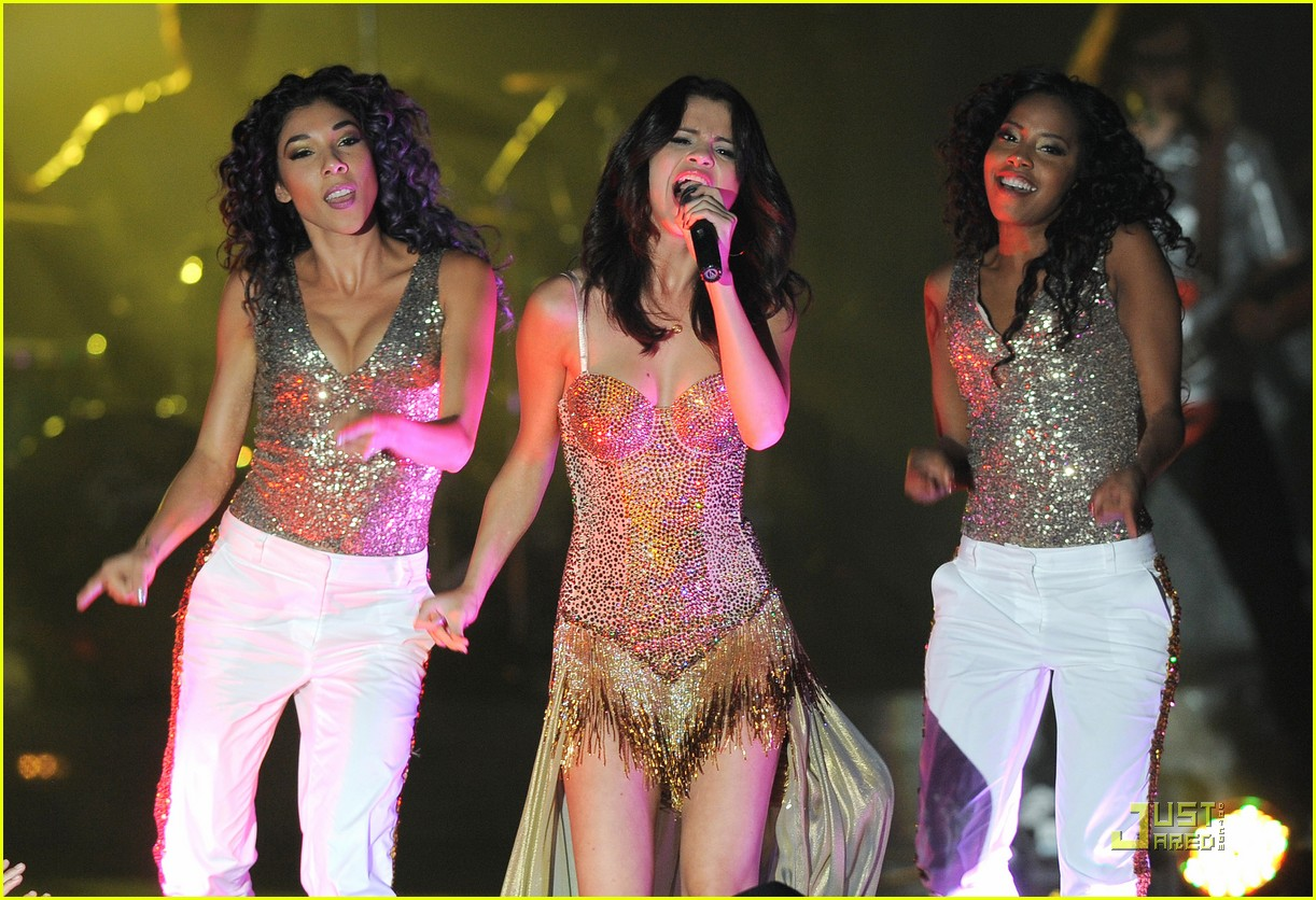 selena gomez opening tour night 09