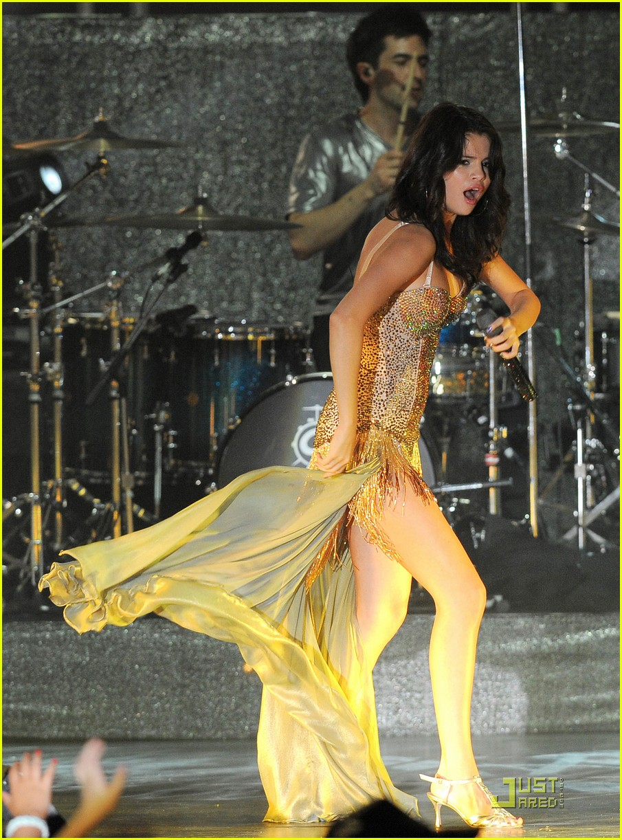 selena gomez opening tour night 33