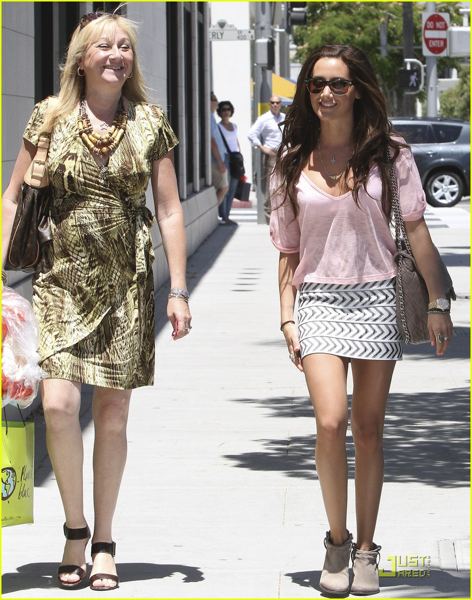 ashley tisdale bday shopping 02