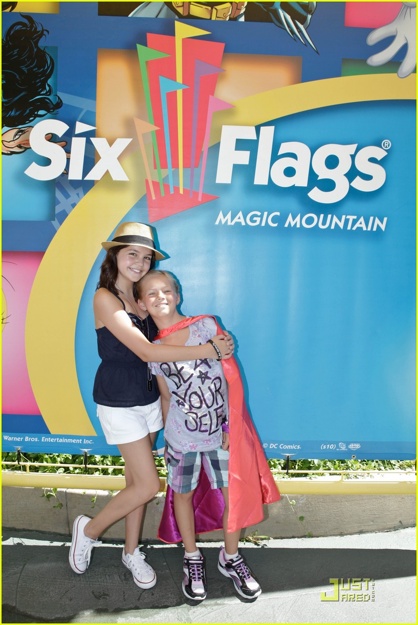 bailee madison six flags fun 01