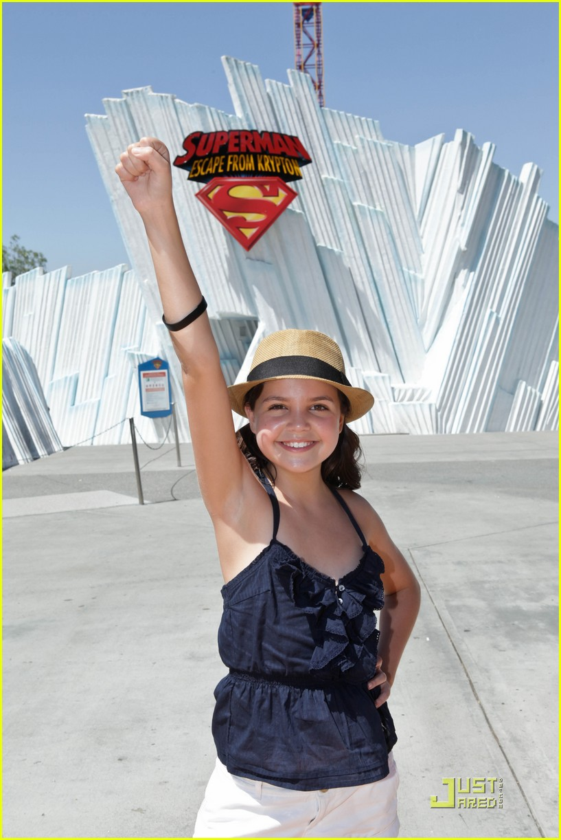 bailee madison six flags fun 06