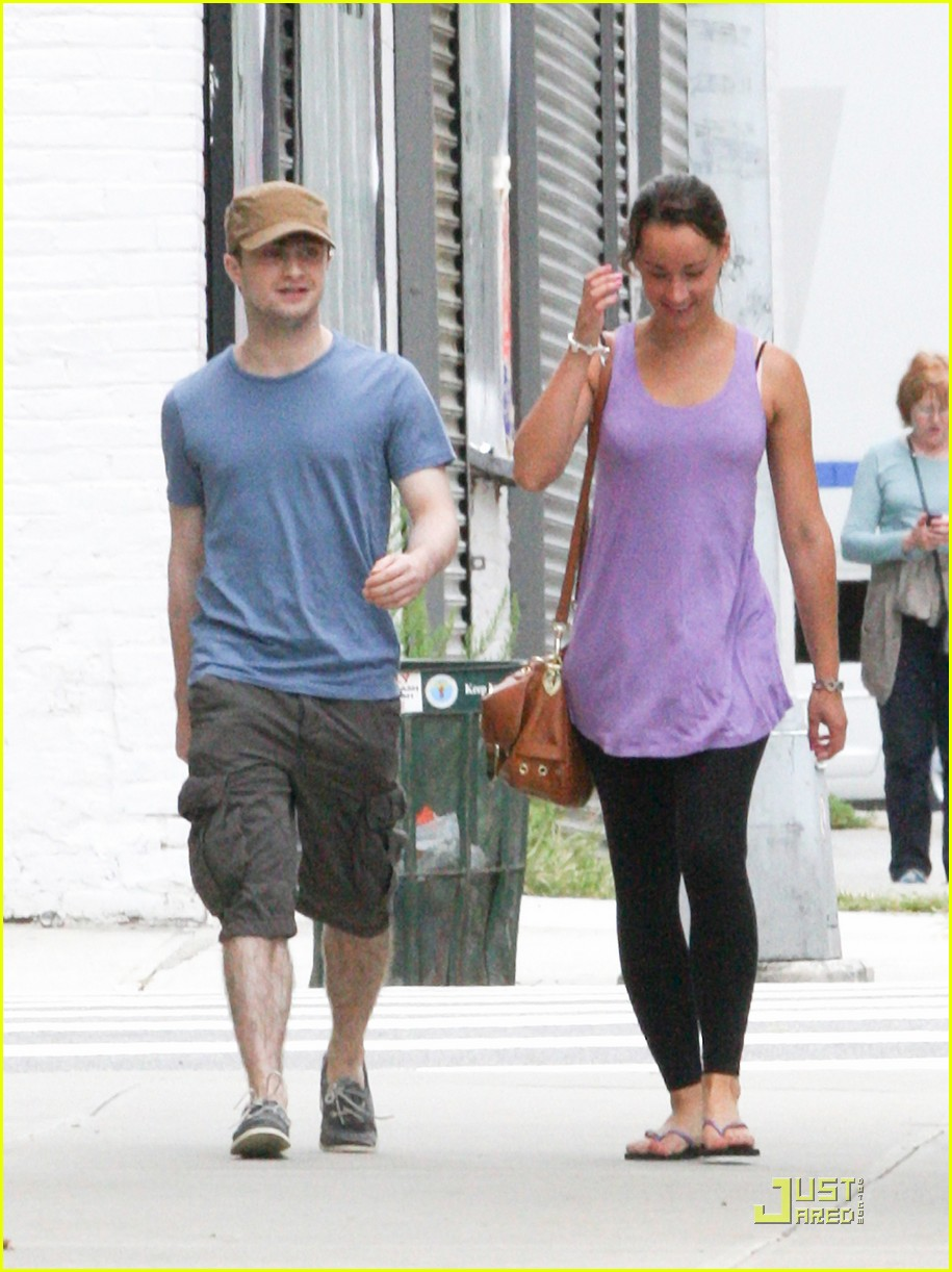 daniel radcliffe girlfriend walk 02