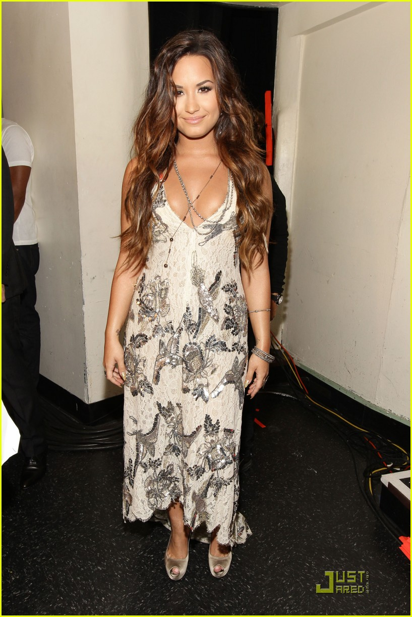 demi lovato do something awards 10