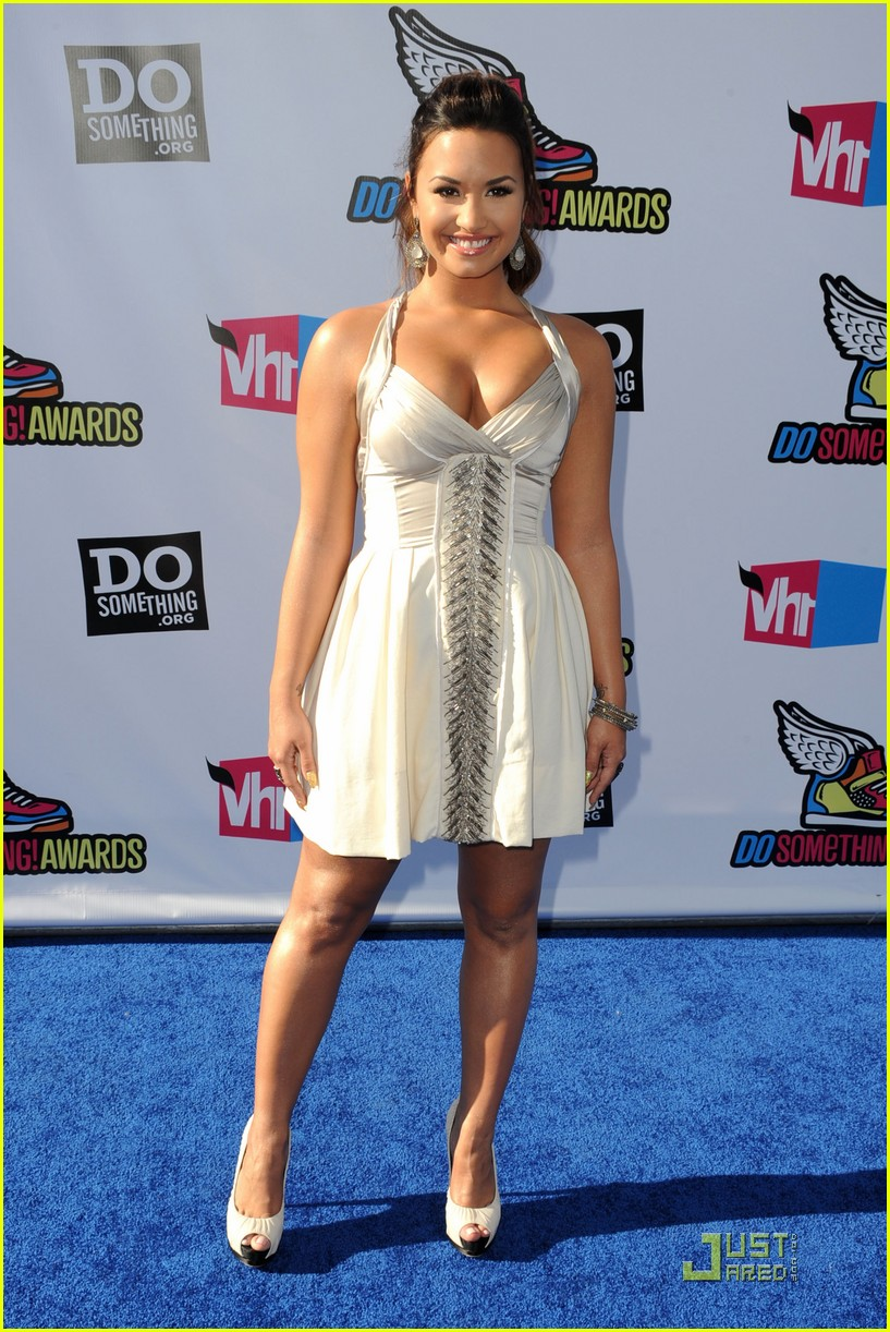 demi lovato do something awards 27