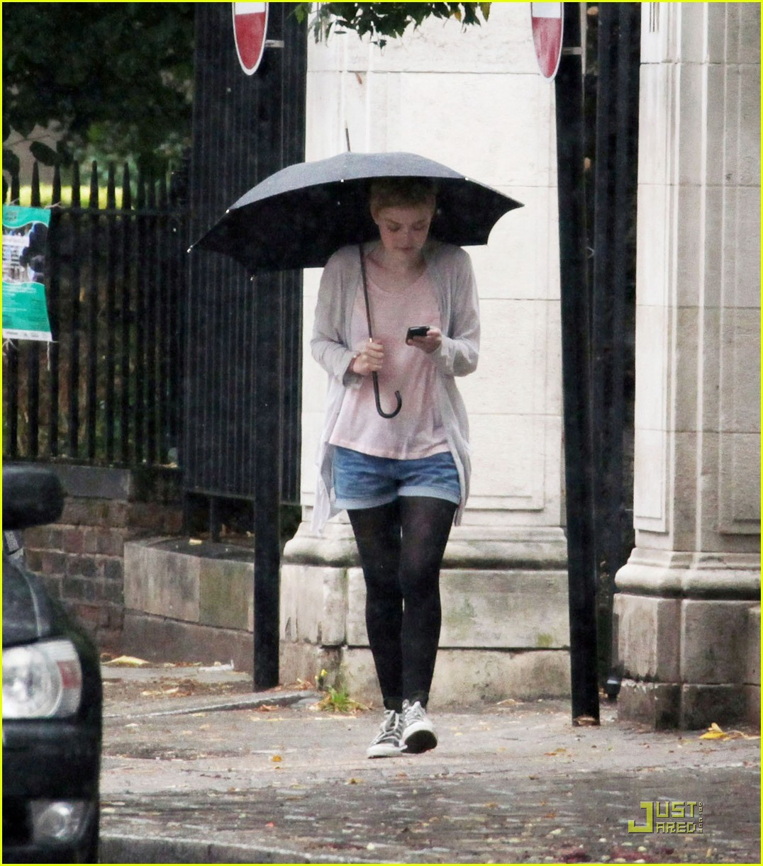 dakota fanning rainy london 06