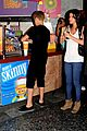 Gomez-smoothie selena gomez justin bieber smoothie king sweeties 02