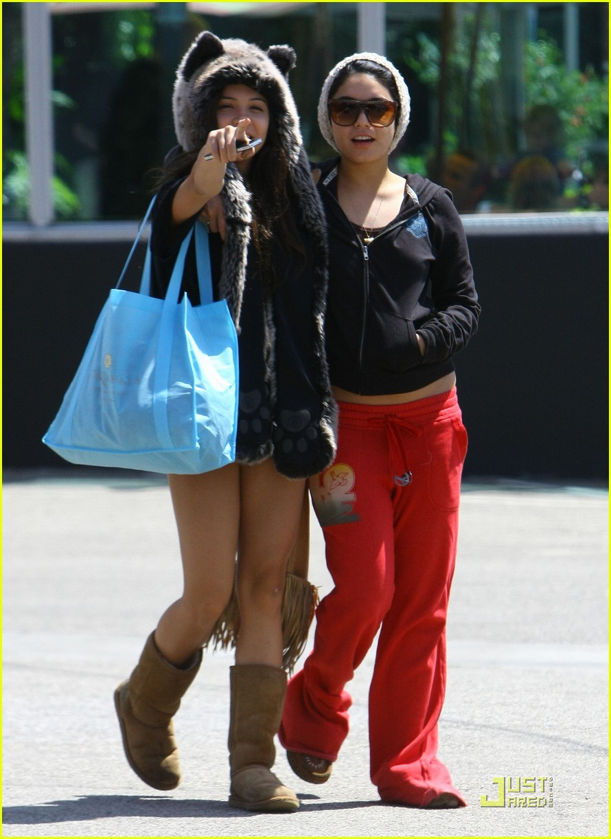 vanessa hudgens jinkys cafe with stella 12