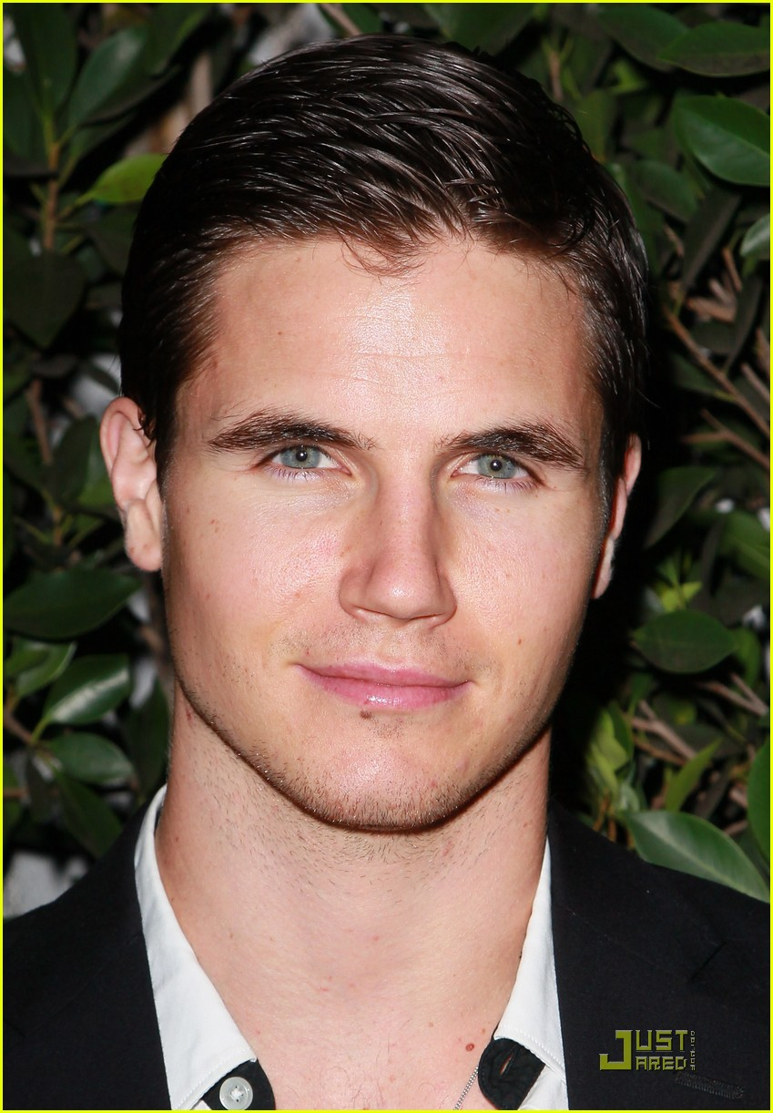 robbie amell italia ricci diamonds not fur 11