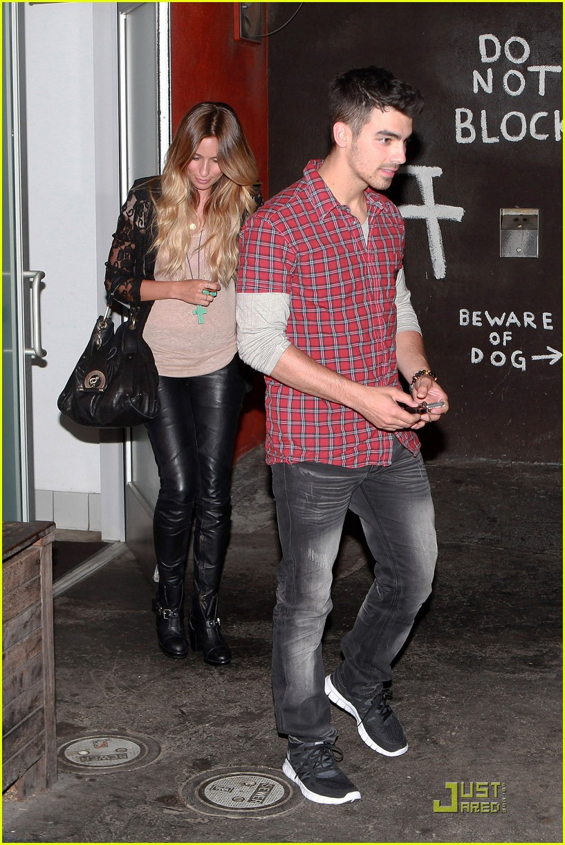 joe jonas susan fenigers dinner 01