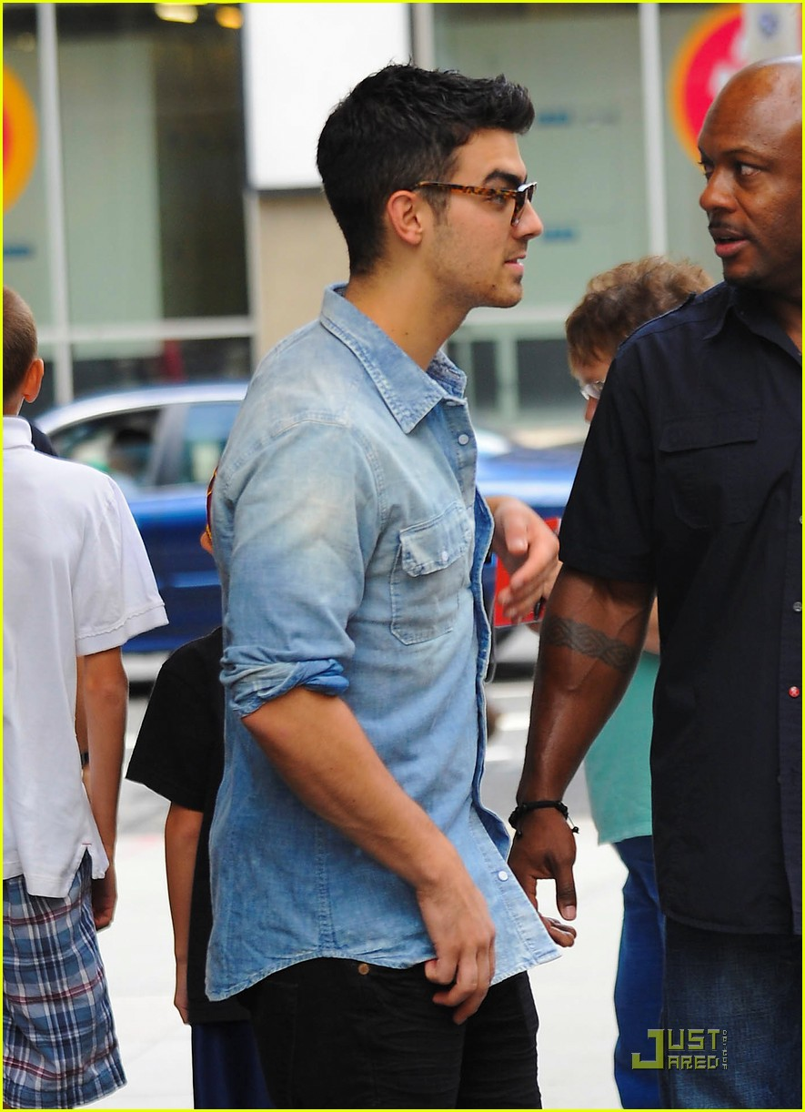 joe jonas hotel top 10 bts 11