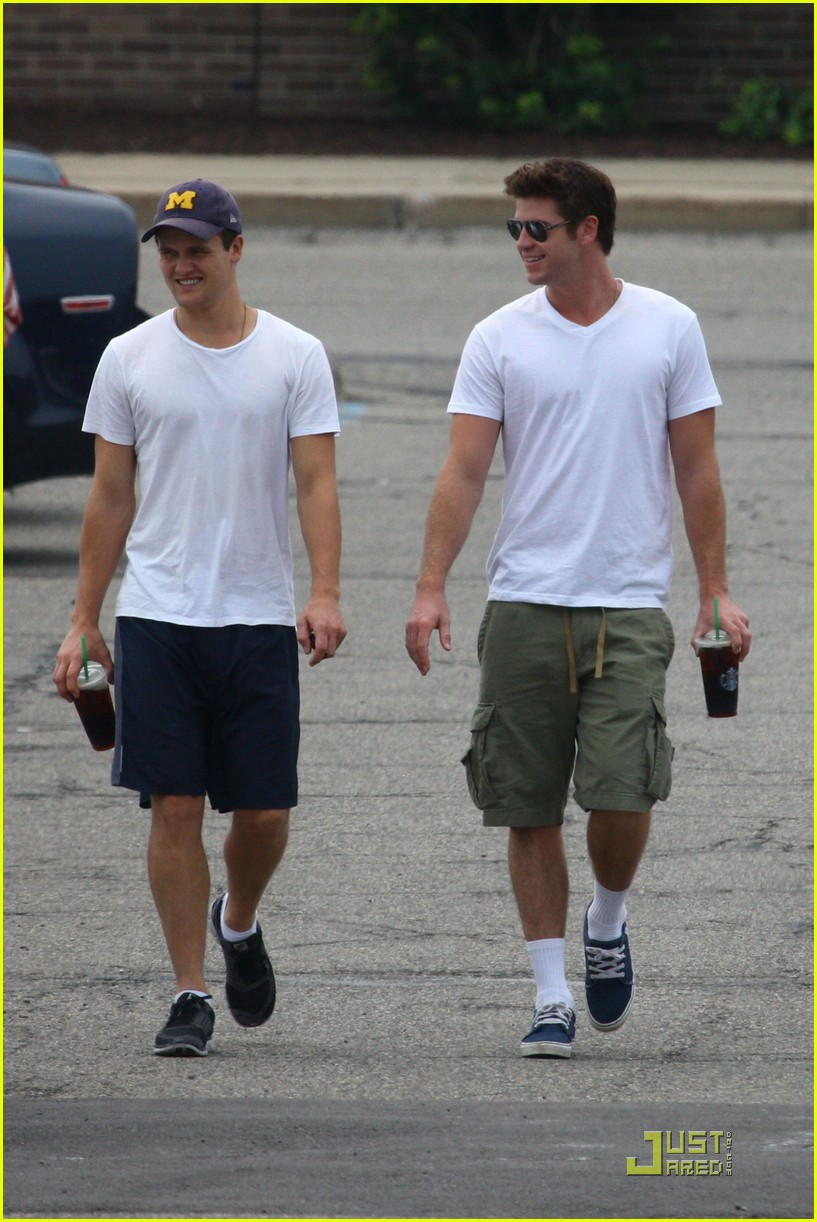 liam hemsworth sub shop 10