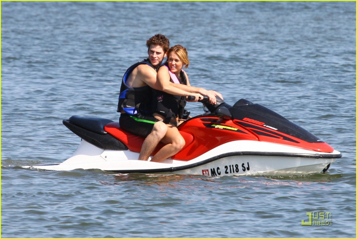 miley cyrus liam hemsworth orchard lake 02