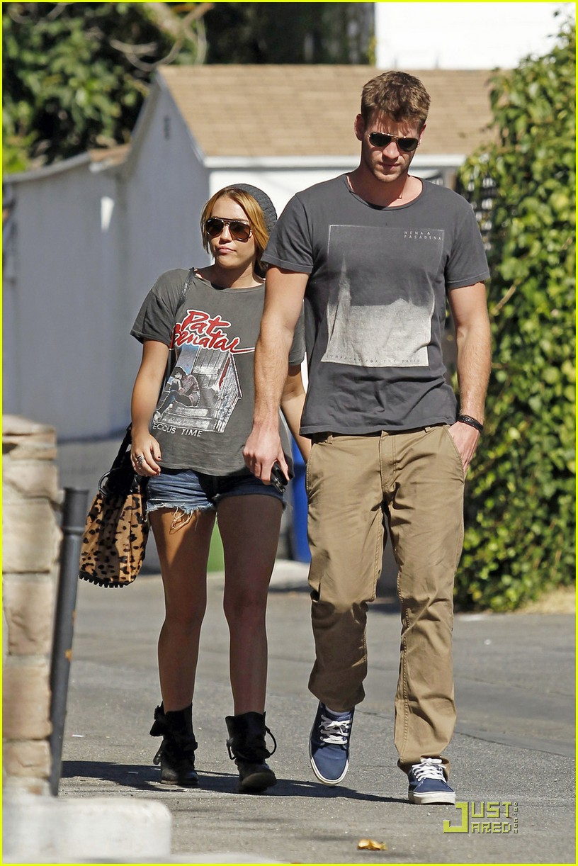 miley cyrus liam hemsworth shopping 05