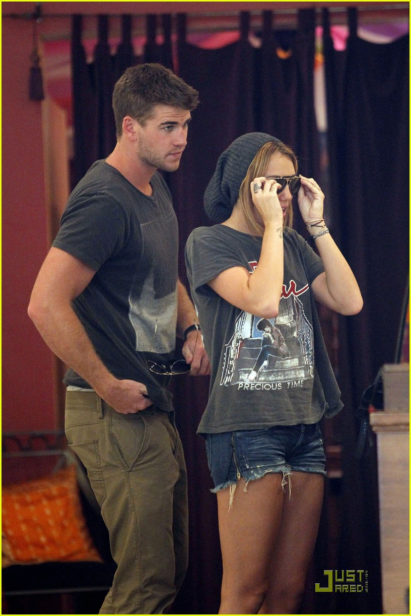 miley cyrus liam hemsworth shopping 10