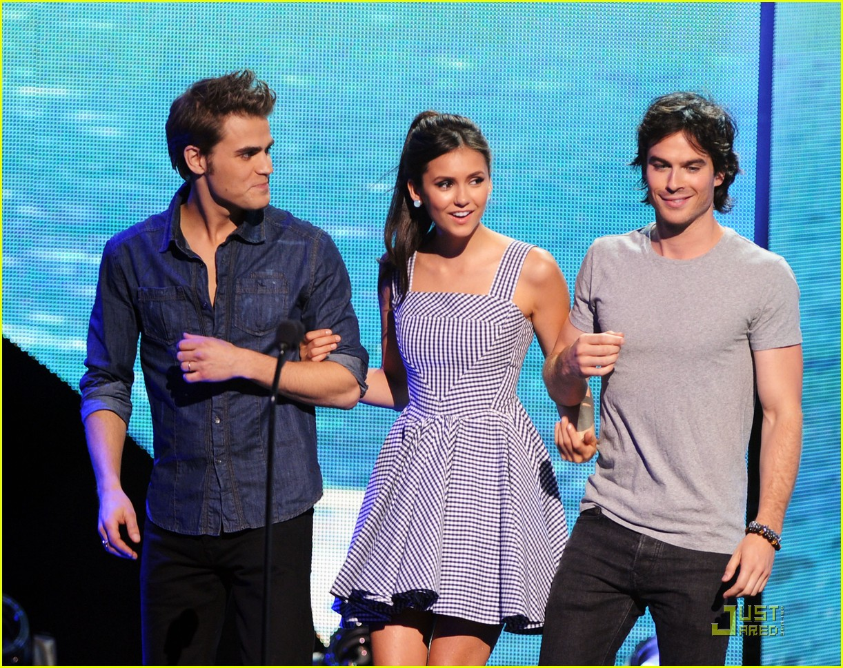 nina dobrev teen choice 12