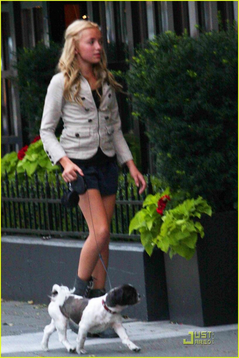 peyton list dog walk 01