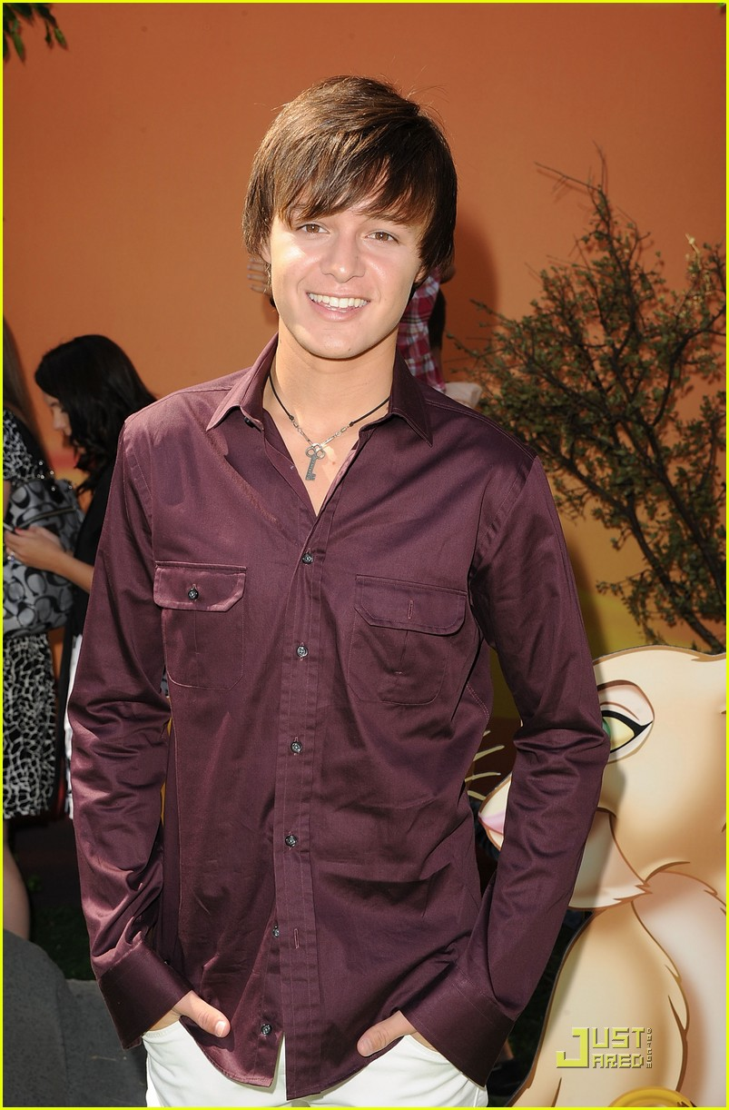 nolan sotillo right here