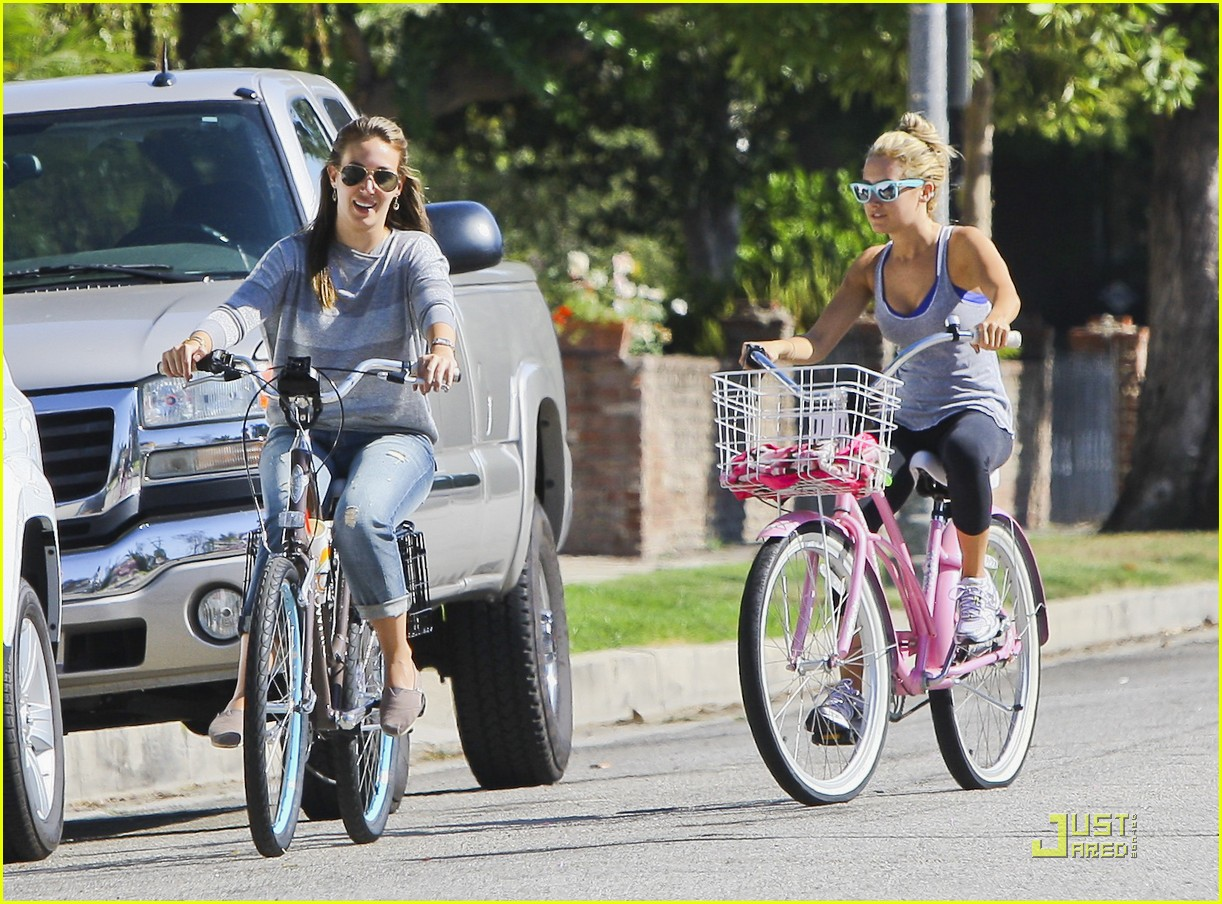 ashley tisdale haylie duff bikes 20