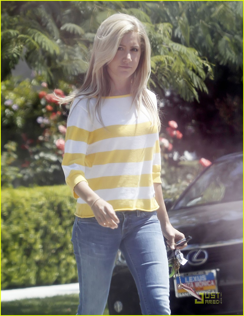 ashley tisdale shopping hat 02