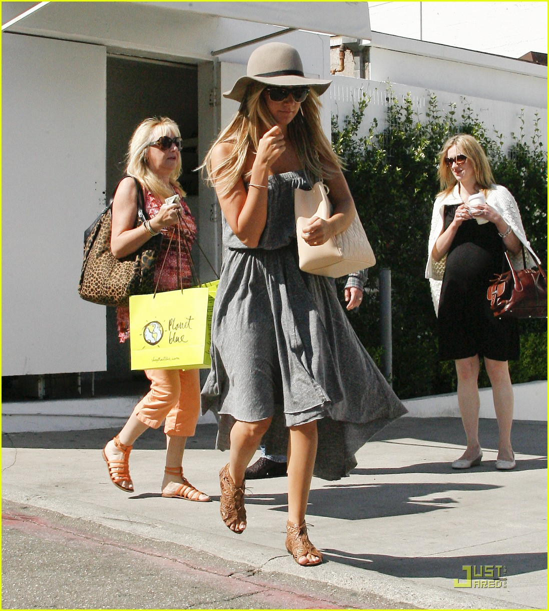 ashley tisdale shopping hat 11