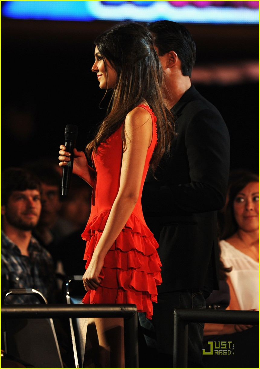 victoria justice do something awards 04